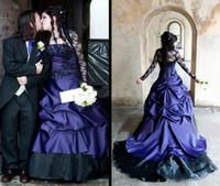 gotik vintage uzun elbiseler toptan satış-2018 Gelinlik Siyah ve Mor Gelin Törenlerinde Uzun Kollu Vintage Gotik Masquerade Bir Çizgi Cadılar Bayramı Gelinlik vestido de novia