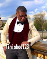 corbata de champán al por mayor-Trajes Blazer novio esmoquin padrinos de un botón de solapa de Champagne Mantón mejor hombre traje de boda de los hombres de encargo de (chaqueta + pantalones + chaleco + Tie) K153
