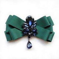 laço verde da camisa dos homens venda por atacado-Boutique de moda original dos homens colarinho britânico flor noivo groomsman estilista camisa cavalheiro verde gravata borboleta strass gravata