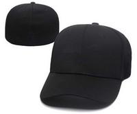 Cappelli chiusi misura ricamati dei cappelli piani 2018 di nuovo di modo  Cappuccio nero di Hip Hop del progettista hip-hop di Chapeu di modo un  pezzo in ... 7018cbc65491