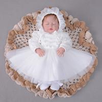 fildişi süsleme elbiseleri toptan satış-Hat ile 2018 Kış Bebek Kız Giydirme Fildişi Vaftiz Elbise Uzun Kollu 1. doğum günü partisi Dantel Vaftiz