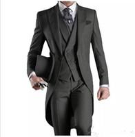 damat takım elbise tasarımları toptan satış-Yeni Tasarım Custom made Yakışıklı Resmi Tailcoat Damat Smokin Doruğa Yaka Iş Giyer Groomsman suits (Ceket + Pantolon + yelek)