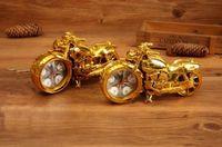modern metal saat toptan satış-Motosiklet Masa Saati Modern Moda Kuvars Çalar Saat Ev Dekorasyon Hediyeler için Serin Retro Deisgn