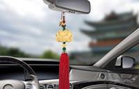 geschnitzter lotusanhänger großhandel-Auto Anhänger Holzschnitzerei Lotus Auto Rückspiegel Dekoration Skulptur Lotus Blume Hängen Baumeln Ornament Autozubehör