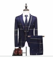 tuxedoes hombres al por mayor-3 piezas (chaqueta + chaleco + pantalón) por encargo Nevy hombres azul traje hecho a medida traje de boda masculino Slim Fit plaid negocios esmoquin