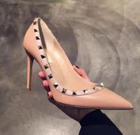 sapatos de dança cm talão venda por atacado-2018 Nova Chegada Designer de mulheres de salto alto partido moda rebites meninas sexy apontou sapatos sapatos de Dança sapatos de casamento 10 cm bombas