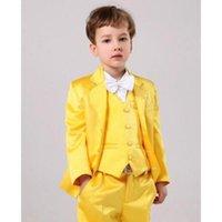 ingrosso ragazzi gialli-Vestito di tre pezzi vestito giallo ragazzo (cappotto + pantaloni + gilet) vestito di tendenza moda ragazzo adatto per abito da ballo vestito da fiore ragazza di nozze