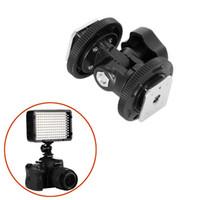monitor para cámara réflex digital al por mayor-Soporte dual ajustable del soporte del adaptador del zapato caliente para la cámara DSLR Monitor de luz de flash LED Soporte de montaje de estudio de fotografía