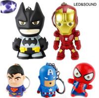 batman llevó luces al por mayor-Superhéroe Batman Iron Man Spiderman Superman Capitán América Llavero Mini figura de acción Juguetes Luz LED Llaveros Anillo Moda Nave de la gota
