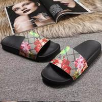 yaz kadın düz sandaletler toptan satış-Lüks Slayt Yaz Moda Kalın Düz Sandalet Terlik Ile Düz Kaygan Erkek Kadın Sandalet Tasarımcı Ayakkabı Çevirme Terlik 36-45