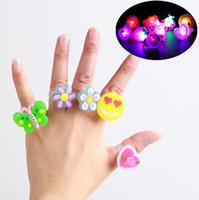 ingrosso giocattoli morbidi della gelatina-Il giocattolo dei bambini ha condotto il colore casuale di Rave Glow Jelly Rink di colore chiaro dell'anello di lampeggio dell'anello di lampeggio del LED