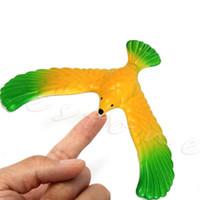 águila mágica al por mayor-Magic Balancing Bird Science Desk Toy c / Base Novedad Eagle Fun Learn Gag Gift W15