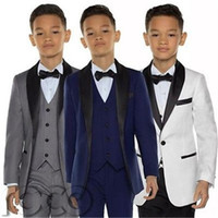 boda uno fija al por mayor-Elegante por encargo Boy Tuxedos Shawl solapa un botón de los niños ropa para el banquete de boda Kids Suit Boy Set (chaqueta + pantalones + arco + chaleco)