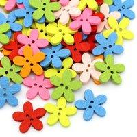 ingrosso pulsanti a forma di legno-Bottone a forma di fiore doppio foro in legno 200 pezzi / lotto disegno a colori bottoni dei cartoni animati arti artigianali strumenti per cucire Pure Color 0 6xy bb