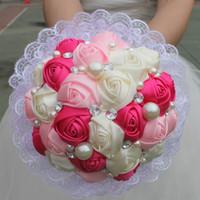 gelin düğün buketi mor toptan satış-Yapay Düğün Buketleri El Yapımı Dantel Şerit Güller İnciler Kristal Gelin Düğün Pembe Mor Beyaz Buket Nedime Düğün Aksesuarları