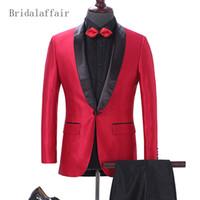 ingrosso tuxedo per il colore rosso rosso maschile-Bridalaffair 2018 Satin Mens Prom Abiti da sposa Groom Tuxedo Custom Made Colore Taglia Uomo Suit Red Jacket con pantaloni neri 2 pezzi