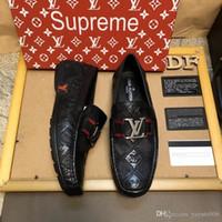 chaussures habillées en cuir verni italien achat en gros de-2019 Designer italien Hommes Formelle Hommes Robe Chaussures En Cuir Verni Noir De Luxe Chaussures De Mariage Hommes Appartements Bureau Plus La Taille 38-44