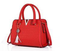 дамские кожаные бахромовые сумки оптовых-Крокодиловая кожа женщины сумка V письма дизайнер сумки роскошные качества Леди плечо Crossbody сумки бахромой женщины сумка