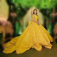 ingrosso abiti da sera di nozze gialli-2018 Incredibile abito da ballo abiti da sposa giallo al largo spalla appliques di pizzo a più livelli abiti da sposa saudita araba abiti da sposa su misura