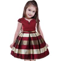 diz boyu etek kızlar için toptan satış-Moda kızın Kabarcık Elbiseler Kısa Kollu Çizgili Etekler Işıltılı Tafta Ince Kanat V Yaka Diz Boyu Prenses Parti Elbise