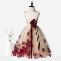 vestido de pétalos hechos a mano al por mayor-Cute espaguetis hechos a mano niñas de las flores vestidos pétalos primera comunión vestido princesa niños dama de honor vestido de la muchacha desfile vestido de bola