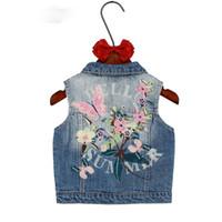 chalecos de mezclilla para niños al por mayor-Niños niñas prendas de abrigo Primavera Otoño Niños ropa de mezclilla niña niños floral mariposa bordado Escudo Vaquero Chalecos Chaleco