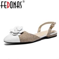 venta al por mayor mujeres elegantes de cuero genuino 2018 sandalias de  punta estrecha flores dulces zapatos de fiesta de bodas mujer zapatos de  tacón bajo ... 4b700985275c