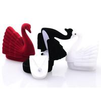 schwarze samt ring display-box großhandel-Schwarz / Weiß Cute Velvet Jewelry Aufbewahrungsbox Cygnet Swan Ring Ohrring Halskette Case-Display Box Packaging