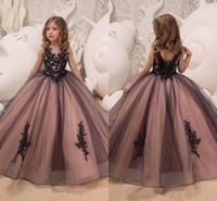 siyah tül elbisesi kızları toptan satış-Siyah ve Pembe Gotik Çiçek Kız Elbise Kat Uzunluk Tül Kızlar Pageant elbise Dantel Prenses Doğum Günü Partisi Elbiseler 2019 Yeni F010