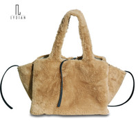женские сумки оптовых-Lydian Faux Fur Bag Wings Handbag Woman 2018 New Khaki Big Shoulder Bag Fashion Woolen Day Clutch Designers Bags and  Totes