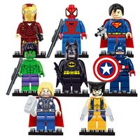 ingrosso giocattoli di gomma del batman-8pcs / lot Super Heroes Building Blocks Imposta The Avengers Iron Man Hulk Batman Wolverine Thor mattoni giocattoli