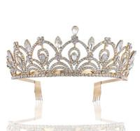 goldener kronendiamant großhandel-Goldene Braut Schmuck Diamant-Krone Hochzeit Accessoires Kopfbedeckung Zubehör Kamm Krone