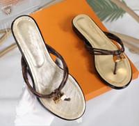 indirimli yaz sandaletleri toptan satış-İndirim 2018 Lüks Marka Tasarımcı Kadın Yaz Sandalet Plaj Slayt Moda Terlik Kapalı Ayakkabı Yılan Boyutu 35-42