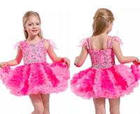 vestidos de niña de plumas al por mayor-Vestidos lindos y cortos para chicas con plumas en los hombros Falda de niña con forma de magdalena Vestidos cortos para la fiesta de cumpleaños