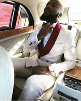 chaquetas de raso color burdeos al por mayor-Relieve Groom Tuxedos Ivory Double-Breasted Groomsmen Boda Tuxedos Borgoña Satin Shawl Lapel Hombres Trajes de fiesta ((Chaqueta + Pantalones + Corbata) 381