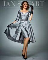 diz boyu elbiseler artı boyut tafta toptan satış-Gri Overskirt Anne Gelin Elbiseler Yarım Kollu V Yaka Boncuklu Tafta Düğün Konuk Elbise Diz Boyu Pileli Artı Boyutu Örgün Önlükler