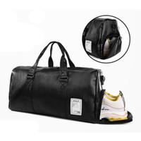 bdaae71477 Sac de voyage noir grande capacité bagages molleton fourre-tout sac à main  en cuir sac à bandoulière bandoulière PU mens Fitness package de stockage