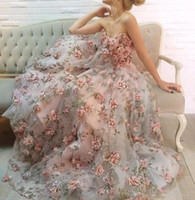 2019 New Ball Gown Evening Dresses with Sweetheart Neck Sleeveless Floor Length Handmade Flowers Printed Vine Pattern Organza Prom Gowns