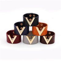 ingrosso tendenza dei braccialetti-USAY COME New fashion Europa e il braccialetto in pelle larga degli Stati Uniti Fashion trend Baita V parola braccialetto gioielli diretti della fabbrica