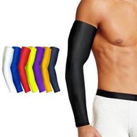 ingrosso manicotto del gomito della pallavolo-Uomo alto elastico Basket maniche bracciale bracciale calcio pallavolo supporto gomito brace accessori sportivi donne sport sicurezza