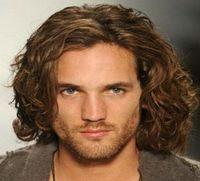 hommes cheveux moyens achat en gros de-ZF Hommes Perruques Cheveux Moyenne Blonde Couleur Brun Mode Super Star Modèle Perruque Courte Pour Hommes Curly
