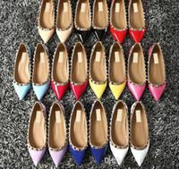 sandálias lisas para o casamento venda por atacado-2018 Designer de calçados femininos flat party rebites de moda meninas sexy apontou sapatos de Dança sapatos de casamento sandálias flat