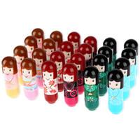 hermosos kimonos al por mayor-24 unids bálsamo para los labios hermosa caricatura kimono muñeca bálsamo para los labios de larga duración hidratante lápiz labial impermeable para las mujeres maquillaje de labios caliente
