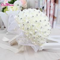 bouquet de flores de luxo venda por atacado-Buquê de flores Buquê de noiva Rosas de espuma Flores artificiais Strass Luxo Decoração de casamento Buquê de flores de fita de seda artesanal