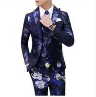 ingrosso vestito da cerimonia nuziale blu sottile-2018 Fashion Custom 3 Pcs Abito da sposa Uomo Vestito italiano Blazer floreale Masculino Abiti casual Tuxedo Slim Fit Rosso Giallo Blu