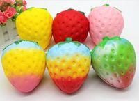 kawaii matschig frucht großhandel-Strawberry Squishy Jumbo Simulation Fruit Shape kawaii Künstliche langsam steigende Squishies queeze Spielzeugbeutel Handyanhänger 12cm groß Colossal