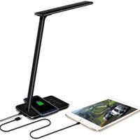 siyah ledli masa lambası toptan satış-LED Masa Işıkları Masa lambaları Katlanır Göz dostu 4 Işık Renk Sıcaklığı Kitap Işığı ile Kablosuz Masaüstü USB şarj siyah ve beyaz