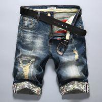 ingrosso mens strappato capris-All'ingrosso-New Fashion Uomo Strappato Jeans corti Marchio di abbigliamento Bermuda Estate calda 98% cotone Capris Pantaloni da equitazione traspiranti Pantaloncini di jeans