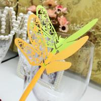 decorações da libélula para casamentos venda por atacado-Cartões do lugar do corte do laser com cartões de nome do corte do papel da libélula para decorações do partido Cartões do lugar do assento Casamentos PC-B33