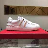 berühmte casual schuhe marken großhandel-Bestes Geschenk Luxusmarken Schuhe Top-Qualität Designer Turnschuhe Echtes Leder berühmten Mann Frauen Walking Casual Schuhe mit goldenen Nägeln